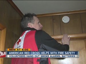 Red_Cross_Hands_Out_Smoke_Alarms_2560300000_13126817_ver1.0_640_480